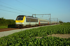 HLE 1352 + IC 2140, Beuzet, 22 August 2019 (cfl1969) Tags: beuzet hle1352 sncb 918801305205bb hle13 nmbs
