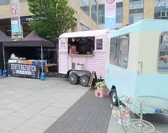 Makers Market at the Lowry, Salford Quays, Manchester - food vans (Tony Worrall) Tags: salford makersmarket lowry gmr manchester manc city northwest market foodies eat design stalls event quay lowryoutlet local nw north update place location uk england visit area attraction open stream tour country item greatbritain britain english british gb capture buy stock sell sale outside outdoors caught photo shoot shot picture captured ilobsterit instragram vans streetfood