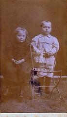 Anonyme, carte de visite (Cletus Awreetus) Tags: cartedevisite cdv photographie photoancienne enfant fille garçon chaise
