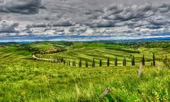 Baccoleno (giannipiras555) Tags: toscana italia crete siena verde green nuvole panorama paesaggio landscape agriturismo natura travel vacanze colline