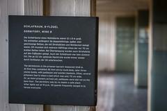 Los campos de concentración sobrepasaron los límites de capacidad de prisioneros, y muchos tenían que compartir camas de 70cm de ancho, o también dormir en el suelo. - Berlín dia 4 / Tag Vier Berlin (xavi.calvo - calvox) Tags: berlin berlín alemania berlinermauer mauer berliner sachsenhausen campodeconcentracionjudio judio judios campo concentracion camposachsenhausen holocausto holocaust jüdisch juden judenholocaust 3reich iiireich ss sachsenhausencamp oranienburg brandenburg brandenbrugo