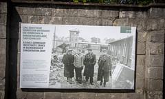 En la foto, soldados soviéticos investigando lo sucedido en estos horribles campos - Berlín dia 4 / Tag Vier Berlin (xavi.calvo - calvox) Tags: berlin berlín alemania berlinermauer mauer berliner sachsenhausen campodeconcentracionjudio judio judios campo concentracion camposachsenhausen holocausto holocaust jüdisch juden judenholocaust 3reich iiireich ss sachsenhausencamp oranienburg brandenburg brandenbrugo