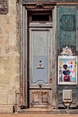 Les rides du vieux Bordeaux délicieusement maquillées par Jonas Laclasse (Isa-belle33) Tags: urban urbain city ville door porte bordeaux fujifilm old ancien street streetphotography streetart streetartbordeaux
