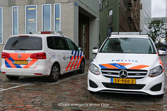 Dutch police vehicles (Dutch emergency photos) Tags: politie polit politi politia polis polisie polisia polisi police policia policie polici polizie polizei polizia polizi politiet politievoertuig politievoertuigen policevehicle policevehicles vehicle vehicles voertuig voertuigen politieauto politieautos auto autos policecar policecars cars car politiewagen politiewagens amsterdam amstelland 999 911 112 nederland nederlands nederlandse netherlands netherland dutch blue light lights blauw licht lichten lichtbalk lichtbalken lightbar lightbars whelen ultra freedom vw volkswagen touran mb mercedes benz mercedesbenz b klasse class sv986z 09zsg8 3203 8209