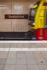 Manchmal verstehe ich nur Bahnhof, weil der Zug schon längst abgefahren ist. (DOKTOR WAUMIAU) Tags: fuji fujifilm fujigear fujilove fujix fujixt20 lightroom myfujifilm xt20 nordbahnhof sbahn sbahnberlin berlin