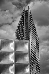 Space City (dwimagesolutions) Tags: england london elephantandcastle newdevelopment shiny bw lunchtime nikond7200 zoomnikkor1870mmf3545