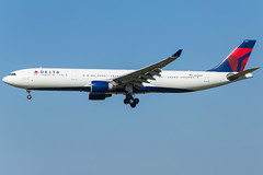 Delta Air Lines A330-323 N815NW (wapo84) Tags: eham ams a330 delta n815nw