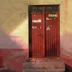 puerta roja (msdonnalee) Tags: photosfromsanmigueldeallende photosbydonnacleveland photomanipulation door puerta porta tür mexique mexiko méxico messico