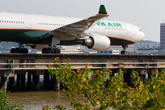 EVA AIR A330-302 B-16337 001 (A.S. Kevin N.V.M.M. Chung) Tags: aviation aircraft aeroplane airport airlines plane spotting boeing airbus a330 a330300 flower mfm macauinternationalairport taxiway taxiing