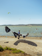 Batman ? (B.2Lange) Tags: frontignan kid surf voile vent lac rivière etang