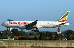 Ethiopian Airlines Boeing 777-260LR ET-ANO (RuWe71) Tags: ethiopianairlines eteth ethiopian ethiopia addisabeba boeing boeing777 b777 b772 b777200 b777200lr b777260 b777260lr boeing777200 boeing777200lr boeing777260 boeing777260lr etano cn40771908 theriftvalley brusselsairport brusselszaventem brusselszaventemairport brusselzaventem zaventem bru ebbr widebody twinjet landing runway finals