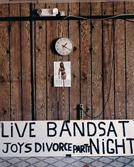 (mtzbidiq9) Tags: clock divorce ecriturelatine etatsunisdamériquetout féminin horloge humour latinscript livebanddance nofaces panneau processed sign signnotice unitedstatesofamerica unitedstatesofamericacountry woman womanallages wood
