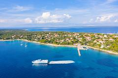 Katamaran im Adriatischen Meer in der Nähe von der Insel Silba, Kroatien