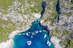 Luftbild von der Bucht Stiniva auf der Insel Vis in Kroatien