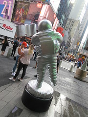 MTV Astronaut Award Guy Times Square NYC 8385 (Brechtbug) Tags: 2019 mtv awards silver styrofoam astronaut michelin man character guy hanging out times square new york city 08202019 nyc cable tv music television brand advertisement tire tires transportation balloon moon logo automotive flag advertising mascot cosmonaut spaceman space men helmet scifi science fiction moonman august summer