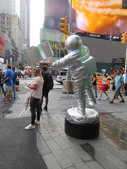 MTV Astronaut Award Guy Times Square NYC 8384 (Brechtbug) Tags: 2019 mtv awards silver styrofoam astronaut michelin man character guy hanging out times square new york city 08202019 nyc cable tv music television brand advertisement tire tires transportation balloon moon logo automotive flag advertising mascot cosmonaut spaceman space men helmet scifi science fiction moonman august summer