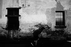 33 (stefankamert) Tags: street 33 house wall dark noir noiretblanc people windows blackandwhite blackwhite bw blur textures sony rx1r rx1 zeiss 35mm