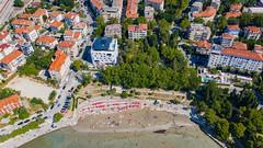 Luftbild vom Strand Bacvice in Split, Kroatien