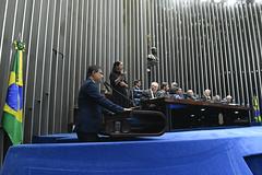 Plenário do Congresso (Senado Federal) Tags: plenário sessãosolene diadomaçombrasileiro comemoração reginaldogusmãodealbuquerque cassianoteixeirademoraes hamiltonmourão senadorizalcipsdbdf deputadogeneralgirãopslrn múciobonifácioguimarães ademirlúcioamorim armandoassumpção senadornelsinhotradpsdms carpetedesenhado brasília df brasil