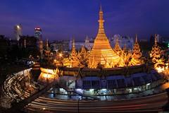 Sule Paya, Yangon (stano szenczi) Tags: myanmar barma sule paya yangon rangoon temple pagoda stupa gold night buddhism