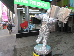 MTV Astronaut Award Guy Times Square NYC 8400 (Brechtbug) Tags: 2019 mtv awards silver styrofoam astronaut michelin man character guy hanging out times square new york city 08202019 nyc cable tv music television brand advertisement tire tires transportation balloon moon logo automotive flag advertising mascot cosmonaut spaceman space men helmet scifi science fiction moonman august summer