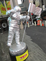 MTV Astronaut Award Guy Times Square NYC 8393 (Brechtbug) Tags: 2019 mtv awards silver styrofoam astronaut michelin man character guy hanging out times square new york city 08202019 nyc cable tv music television brand advertisement tire tires transportation balloon moon logo automotive flag advertising mascot cosmonaut spaceman space men helmet scifi science fiction moonman august summer