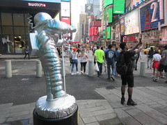 MTV Astronaut Award Guy Times Square NYC 8390 (Brechtbug) Tags: 2019 mtv awards silver styrofoam astronaut michelin man character guy hanging out times square new york city 08202019 nyc cable tv music television brand advertisement tire tires transportation balloon moon logo automotive flag advertising mascot cosmonaut spaceman space men helmet scifi science fiction moonman august summer