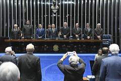Plenário do Congresso (Senado Federal) Tags: plenário sessãosolene diadomaçombrasileiro comemoração reginaldogusmãodealbuquerque cassianoteixeirademoraes hamiltonmourão senadorizalcipsdbdf deputadogeneralgirãopslrn múciobonifácioguimarães ademirlúcioamorim armandoassumpção hinonacional hinodamaçonaria carpetedesenhado brasília df brasil