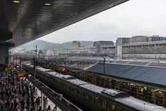 Kyoto (Jan Dreesen) Tags: japan japon kyoto kioto station jr west railways train emu 113 trein spits rush hour people