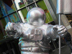 MTV Astronaut Award Guy Times Square NYC 8406 (Brechtbug) Tags: 2019 mtv awards silver styrofoam astronaut michelin man character guy hanging out times square new york city 08202019 nyc cable tv music television brand advertisement tire tires transportation balloon moon logo automotive flag advertising mascot cosmonaut spaceman space men helmet scifi science fiction moonman august summer