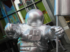 MTV Astronaut Award Guy Times Square NYC 8405 (Brechtbug) Tags: 2019 mtv awards silver styrofoam astronaut michelin man character guy hanging out times square new york city 08202019 nyc cable tv music television brand advertisement tire tires transportation balloon moon logo automotive flag advertising mascot cosmonaut spaceman space men helmet scifi science fiction moonman august summer