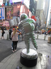 MTV Astronaut Award Guy Times Square NYC 8386 (Brechtbug) Tags: 2019 mtv awards silver styrofoam astronaut michelin man character guy hanging out times square new york city 08202019 nyc cable tv music television brand advertisement tire tires transportation balloon moon logo automotive flag advertising mascot cosmonaut spaceman space men helmet scifi science fiction moonman august summer