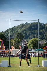 Burntisland Highland Games (ianrwmccracken) Tags: fife scotland gamesday burntisland nikkor70300mmf4556 weight highlandgames heavy throw competition nikon