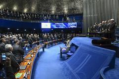Plenário do Congresso (Senado Federal) Tags: plenário sessãosolene diadomaçombrasileiro comemoração reginaldogusmãodealbuquerque cassianoteixeirademoraes hamiltonmourão senadorizalcipsdbdf deputadogeneralgirãopslrn múciobonifácioguimarães ademirlúcioamorim armandoassumpção hinonacional hinodamaçonaria paineleletrônico carpetedesenhado brasília df brasil