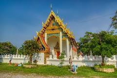 Wat Bang Kung in Samut Songkhram province, Thailand (UweBKK (α 77 on )) Tags: watbangkung wat bangkung bang kung temple architecture building tree sculpture gold green samut songkhram samutsongkhram province thailand southeast asia sony alpha 77 slt dslr