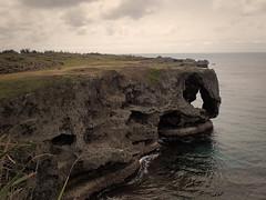 Vue depuis le Cap Manzamo (8pl) Tags: capmanzamo okinawa japon nature mer côte rocher falaise eau récif sculpturenaturelle vert nuages ciel