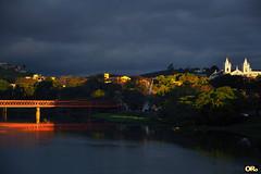 Last light of Friday (Otacílio Rodrigues) Tags: ponte bridge rio river reflexos reflections árvores trees igreja church céu sky nuvens clouds água water urban resende brasil oro