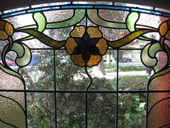 """Detail of an Art Nouveau Stained Glass Window in the Dressing Room of """"The Gables"""" Queen Anne Villa - Finch Street, East Malvern (raaen99) Tags: thegables housename queenannehouse federationhouse queenannefederationhouse gascoigneestate stainedglass stainedglasswindow stainedglasswindows artnouveaustainedglass artnouveaustainedglasswindow baywindow finchstreet finchst queenannestyle queenanne federation window edwardian edwardiana melbourne victoria australia domesticarchitecture house home architecture melbournearchitecture housing 20thcentury twentiethcentury artnouveau nouveau 1900s 1902 malvern eastmalvern artsandcrafts artsandcraftsmovement artscraftsmovement artscrafts architecturallydesigned beverleyussher henrykemp ussherandkemp ussherkemp lawrencealfredbirchnell lawrencebirchnell detail interior room bestbedroom bedroom masterbedroom dressingroom flowers floral flora flower tulip daisy branch leaves leaf blue gold yellow green"""