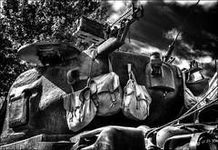 Prévoir le pique nique /  Provide the picnic (vedebe) Tags: sac char tank vehicule guerre deuxièmeguerremondiale américains soldats soldat ville city rue street urbain urban libération fête aixenprovence provence noiretblanc netb nb bw monochrome