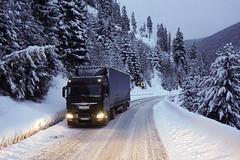 camion în zăpadă (peter.velthoen) Tags: romania karpaten mountains truck snow sneeuw vrachtauto bergen bergweg petervelthoen niege zăpadă mod camion iveco bos forest schnee