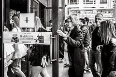 shopping (Gerard Koopen) Tags: london uk harrods shopping people crowded straat street straatfotografie streetphotography streetlife dailylife blackandwhite blackandwhiteonly noir ricoh griii 2019 gerardkoopen gerardkoopenphotography