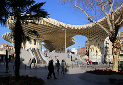 The Metropol Parasol of Sevilla (B℮n) Tags: sevilla seville spain landmark fountains pavilions film andalusiaandaluciaoliveshistoricbuildingspondswallsbenchesspain'sfamousopensquarefilmedspanje50favestopf501929wellknownaníbal gonzálezarchitecturearchitecturalmasterpiecemonumentdecoratedceramic tilesyounganakinpadmémaría luisa parkunescoheritagesitehorsedrawncarriagetransportcentremoorishhorsepaardenkoetscathedralgiraldatowergothicroyal alcazarsalcázar sevillealcázarpalaceroyalrealesalcázaresdereales alcázares de sevillapatio las doncellas courtyardroyal palacegiraldo towerorangesorangepatio los naranjos sinaasappelbomen flamenco dance tradition cultural centro casadelamemoria centroculturalflamenco traditional theater dancing romance romantic metropol parasol lassetas themushrooms icon champignons mushroom sunshade architecture jürgenmayer 50faves topf50 100faves topf100