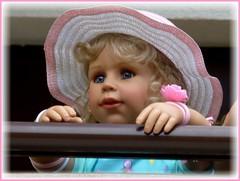 Hallo liebe Freunde ! / Hello dear friends ! (ursula.valtiner) Tags: puppe doll bärbel künstlerpuppe masterpiecedoll portrait strohhut strawhat