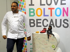 Chef Michael Caines at Bolton Food Festival 2019 (Tony Worrall) Tags: nw northwest north update place location uk england visit area attraction open stream tour country item greatbritain britain english british gb capture buy stock sell sale outside outdoors caught photo shoot shot picture captured ilobsterit instragram chef cooks men inside bolton foodfestival boltonfoodfestival shops centre chefmichaelcaines cake bake