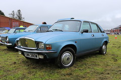 Vanden Plas 1750 EWN280W (Andrew 2.8i) Tags: voiture autos auto cardigan show cars car classics classic welsh wales british saloon sedan compact austinallegro 1750 vandenplas ewn280w