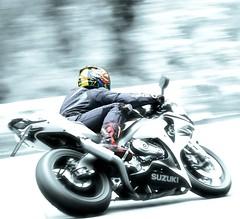 SUZUKI (driver Photographer) Tags: 摩托车,皮革,川崎,雅马哈,杜卡迪,本田,艾普瑞利亚,铃木, オートバイ、革、川崎、ヤマハ、ドゥカティ、ホンダ、アプリリア、スズキ、 aprilia cagiva honda kawasaki husqvarna ktm simson suzuki yamaha ducati daytona buell motoguzzi triumph bmv driver motorcycle leathers dainese motorcyclist motorrrad