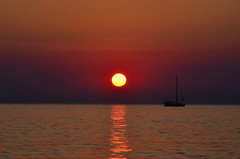 Ride off into your sunset (Valantis Antoniades) Tags: chalkidiki halkidiki greece neos marmaras sunset dusk summer sea beach boat sun μακεδονια macedoniagreece macedoniatimeless makedonia macedonian macédoine mazedonien македонијамакедонскимакедонци