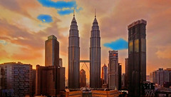 MALAYSIA - Kuala Lumpur - Petronas Towers at sunset (Jacques Rollet (Little Available)) Tags: petronas malaysia kualalumpur building sunset groupenuagesetciel