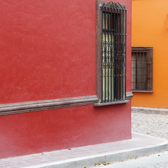 never know what lies around the bend (msdonnalee) Tags: photosfromsanmigueldeallende photosbydonnacleveland colonialmexicanarchitecture colonialsanmiguel streetcorner mexico mexique messico méxico mexicanwall
