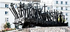 01-MONUMENTO A LAS VÍCTIMAS DE LA INVASIÓN SOVIÉTICA (--MARCO POLO--) Tags: monumentos estatuas arte ciudades curiosidades